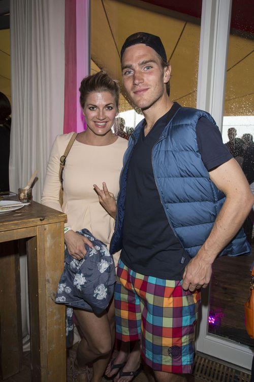 Freude beim Ex-GZSZ-Star Nina Bott und ihrem Freund Benjamin