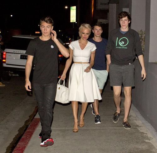 So groß sind ihre Söhne geworden: Pamela Anderson und ihre Boys