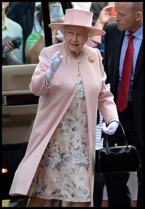 Queen Elizabeth II. kleidete sich zur Taufe von Prinzessin Charlotte in Babyrosa