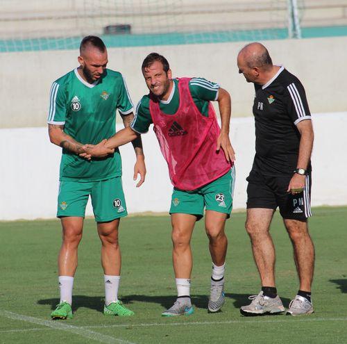 Rafael van der Vaart hat sich beim Training in Sevilla schwer verletzt