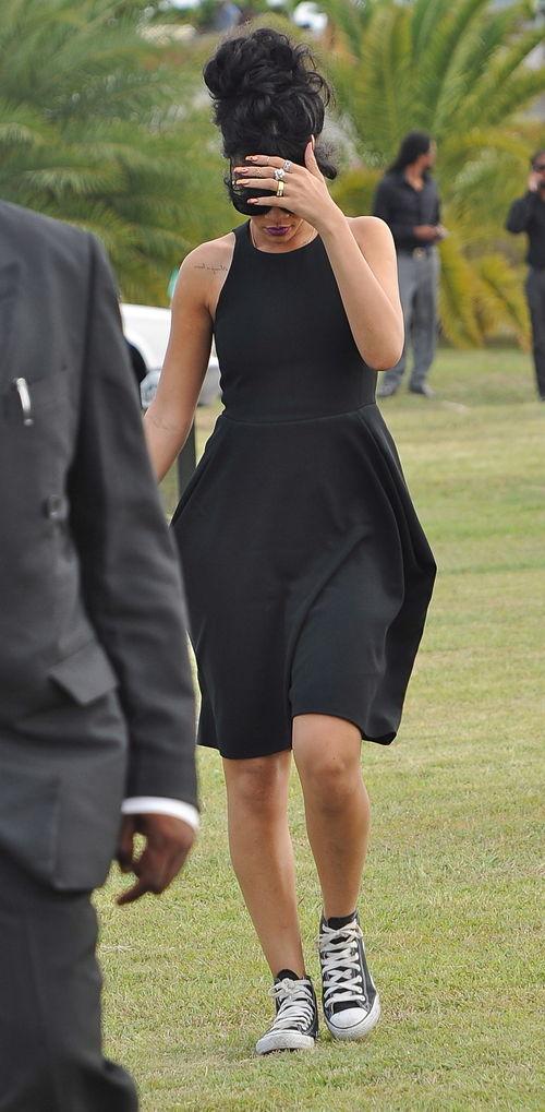 Rihanna auf der Beerdigung ihrer Oma