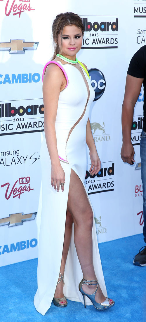 Selena Gomez kam im Cut-Out-Kleid zu den Billboard Awards