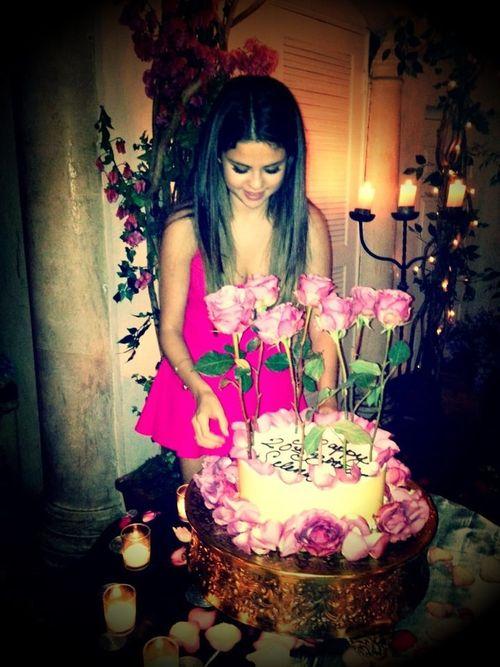 Selena Gomez' bekam eine außergewöhnliche Rosen-Torte