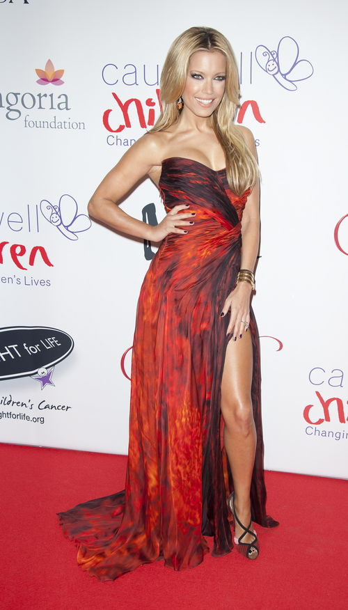 Sylvie van der Vaart erschien in London im roten Feuer-Dress