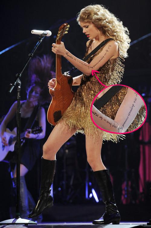 Taylor Swift - Taylor Swift zeigte sich jetzt mit Schriftzug auf dem ganzen Arm