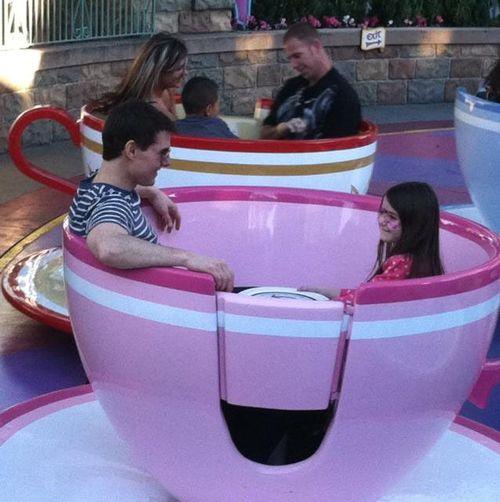 Tom Cruise und Suri Cruise verbrachten einen schönen Tag im Disneyland