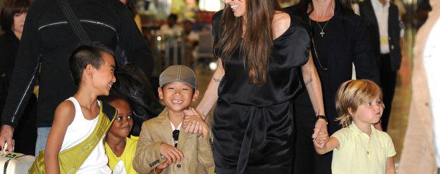 2010: Angelina Jolie und die Kids