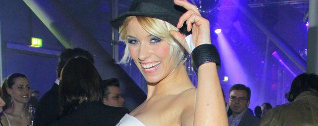 Annica Hansen im Sternchen-Kleid