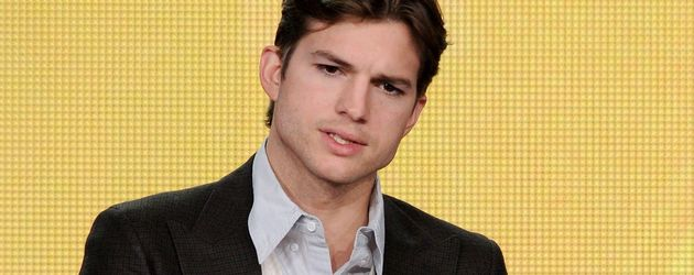 Ashton Kutcher mit kurzen Haaren