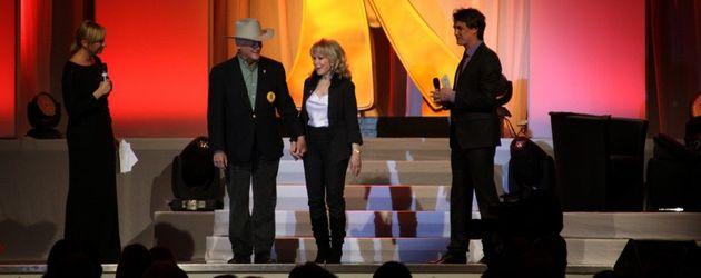 Barbara Eden und Larry Hagman auf der Bühne