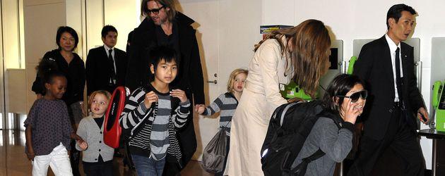 Brad Pitt & Angelina Jolie mit allen sechs Kids