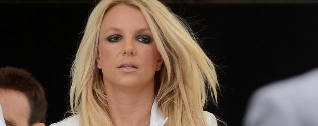 Britney Spears in rosafarbenen Jeans