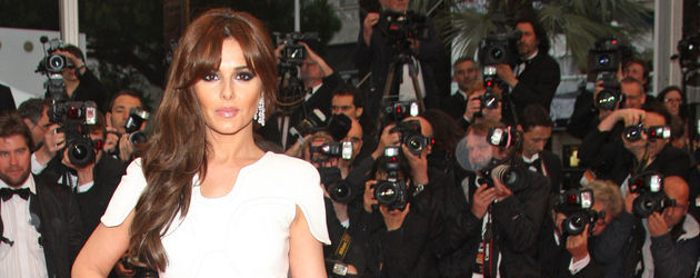 Cheryl Cole mit roter Schleppe in Cannes