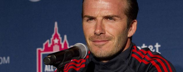 David Beckham im Trainingsanzug bei Pressekonferenz