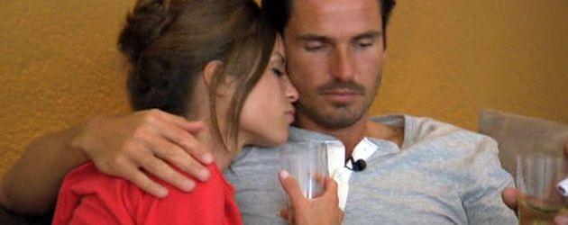 Der Bachelor: Jan und Alissa sitzen auf der Couch
