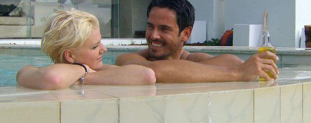 Der Bachelor: Jan und Melanie im Pool