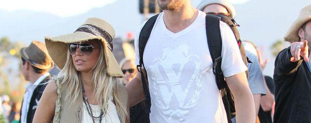 Fergie im hellen Kleid beim Coachella
