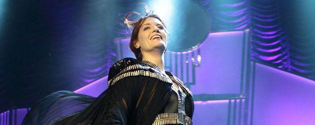 Florence Welch in einem schwarzen Bühnen-Outfit
