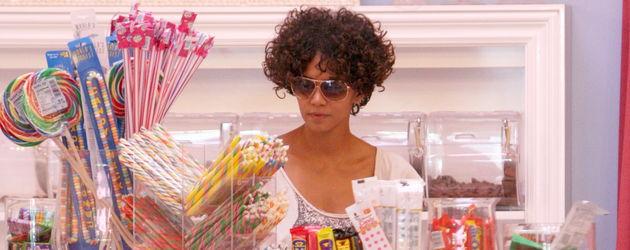 Halle Berry im Süßigkeiten-Geschäft