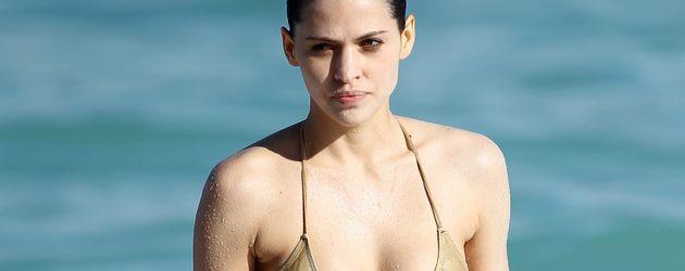 Hana Nitsche im Bikini