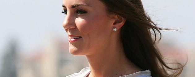 Herzogin Kate mit einem Blumenstrauß