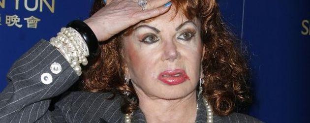 Jackie Stallone wirkt verwirrt