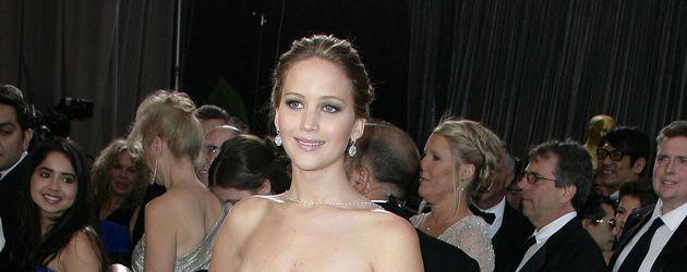 Jennifer Lawrence posiert auf dem roten Teppich