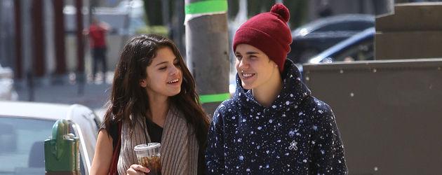 Justin Bieber und Selena Gomez gehen spazieren