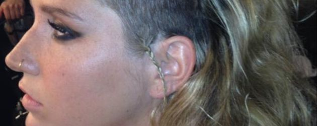 Kesha mit halb rasiertem Kopf