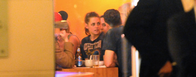 Kristen Stewart und Rupert im Restaurant