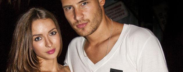 Marc Eggers und seine Freundin Kira