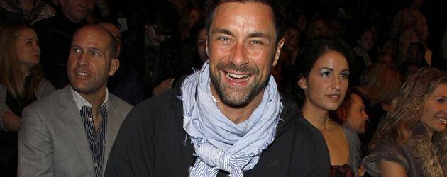 Marco Schreyl mit Tuch
