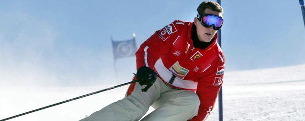 Michael Schumacher carvt auf einer Piste