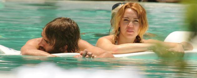 Miley Cyrus im Pool
