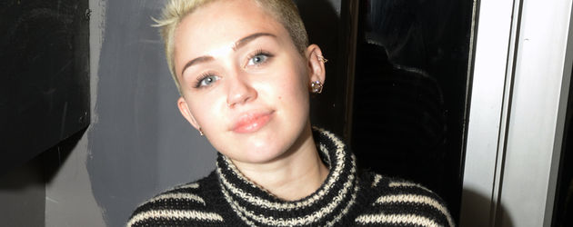 Miley Cyrus im Strickpulli