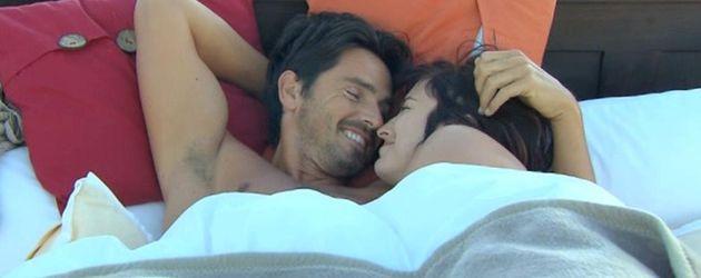 Mona und Bachelor-Jan im Bett