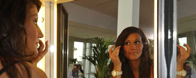 Popstars 2012: Züleyha vor dem Spiegel