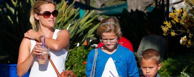 Reese Witherspoon mit ihren Kindern