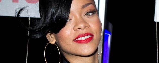 Rihanna mit Undercut