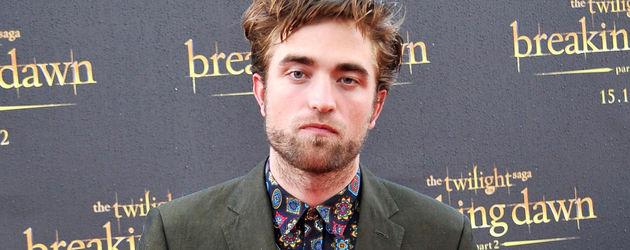 Robert Pattinson guckt fies