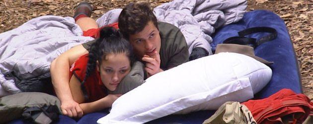 Rocco Stark  und Kim Debkowski auf Luftmatratze
