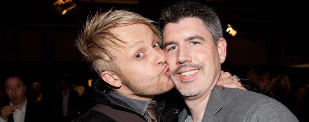 Ross küsst seinen Mann Paul