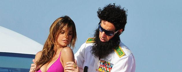 Sacha Baron Cohen cremt Elisabetta ein