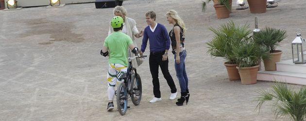 Sebastian Vettel begrüßt Kandidat bei Wetten dass