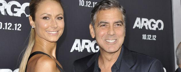 Stacy Keibler an der Seite von George Clooney