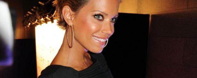 Sylvie mit schwarzem Kleid