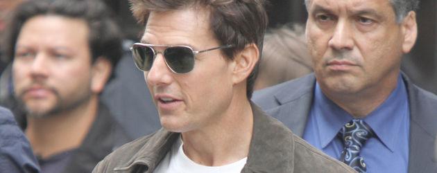 Tom Cruise mit Sonnenbrille und weißem T-Shirt
