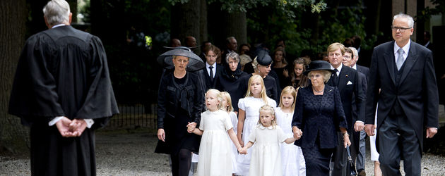Trauergäste auf der Beerdigung von Prinz Friso