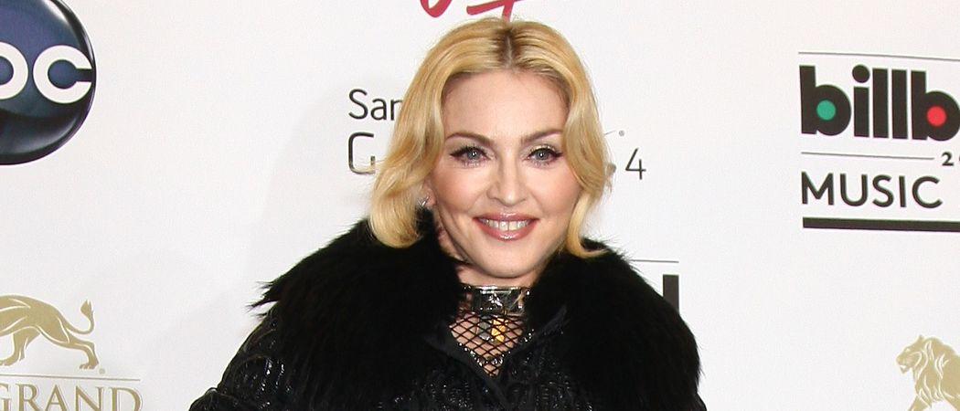 Zu jugendlich? Madonna öffentlich in Strapsen |