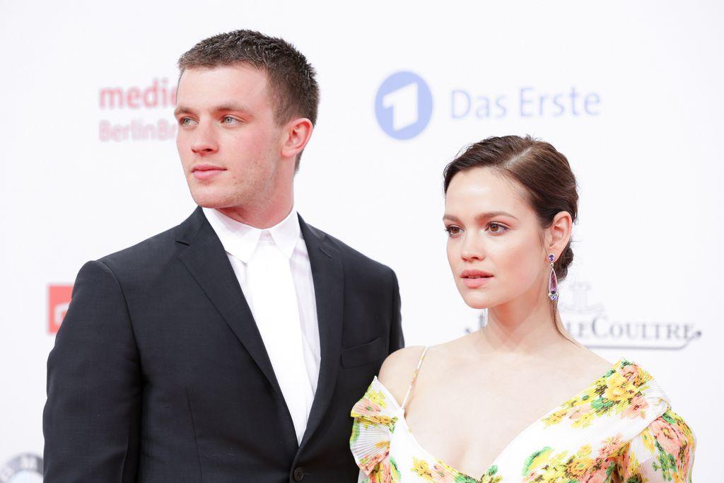Jannis niewöhner und emilia schüle kuss